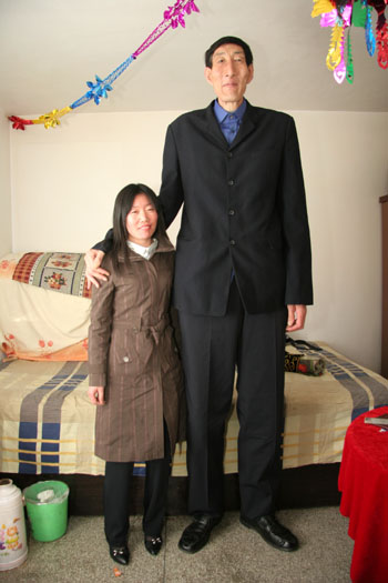 xin 09030428143236189988 Worlds Tallest Man gets married picture