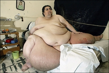 Manuel Uribe, tipping the scales at 560 kilograms (1,234 pounds) and seen here at his home in 2006, will be listed as the world's fattest man by the Guinness Book of Records, while a loss of 200 kilos (440 pounds) may make him the man who lost the most weight.(AFP/Alejandro Acosta)