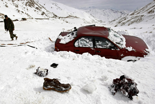 BBC News - Afghanistan avalanches kill at least 165 in Salang Pass