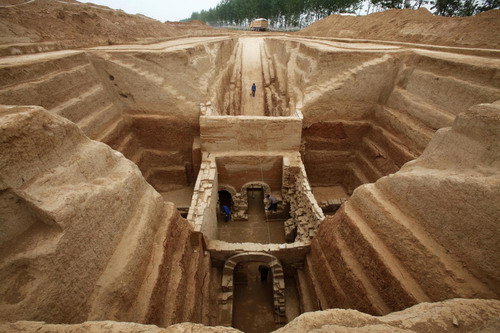 Ancient general's tomb unearthed in Henan