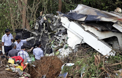 India identifies 104 victim bodies of plane crash