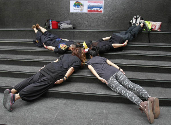 planking pictures fad. Planking, the fad of lying