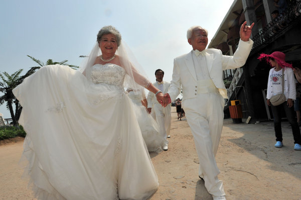 Wedding dresses shine on the old china for Wedding dresses older people