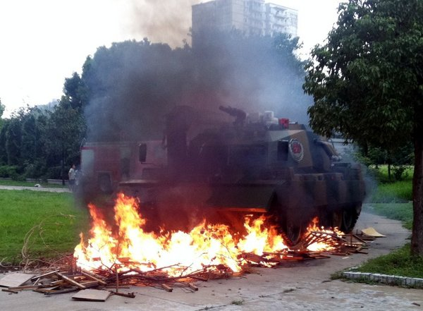 First firefighting tank rolls into action in Hubei