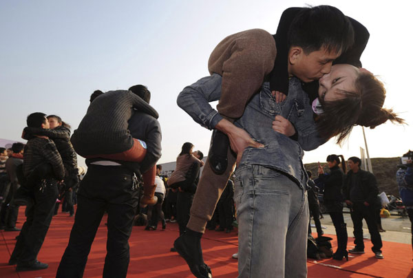 Couples Lock Lips For Record In Hefei Kiss Marathon China