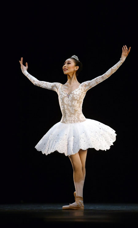 Chinese Ballerina Wins Gloria Grand Prix Award 1