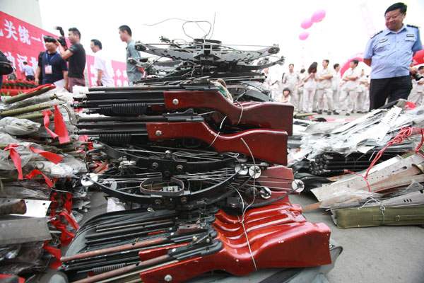 Chinese Police Destroy 100 000 Illegal Guns 3 Chinadaily