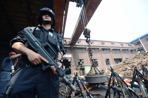 Chinese police destroy 100,000 illegal guns