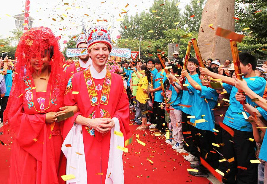 Foreigners Try A Traditional Chinese Wedding Ceremony In Xuyi East Chinas Jiangsu Province June 15 2012 Photo Xinhua