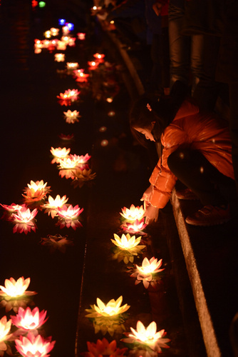 Festival Of Speed >> Water lanterns a prayer for happiness[3]- Chinadaily.com.cn