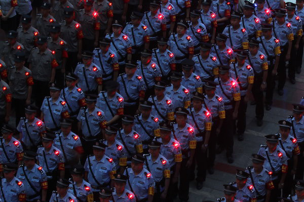 Shoulder lights to make police more visible