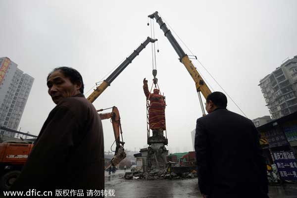 Chongqing moves Chairman Mao statue