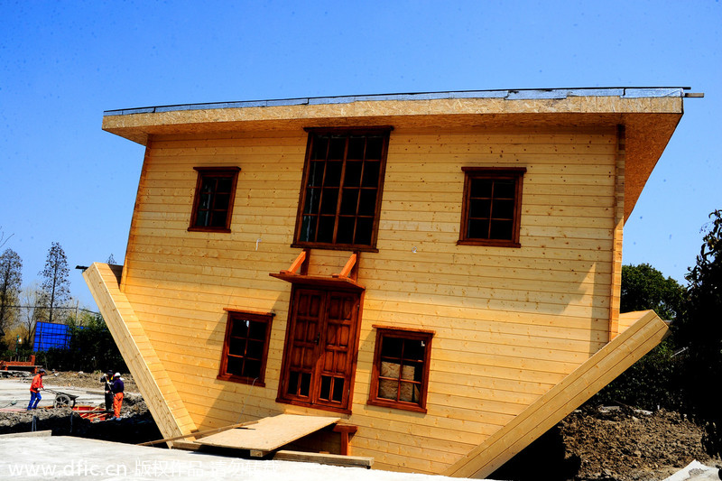 'Upside down house' attracts lots of attention[2]
