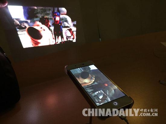 全球首款激光投影手机上市