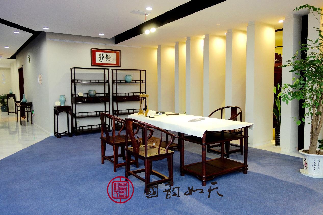 自1970年开始至今始终从事苏作红木家具的设计与制作,对中国历代家具