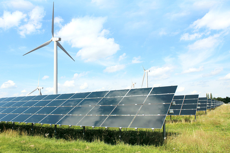 大型地面电站的风光互补方案可以合理利用太阳能和