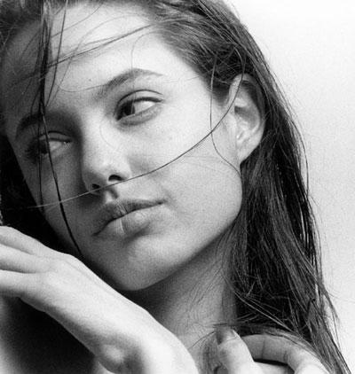 Young Angelina Jolie And Brad Pitt