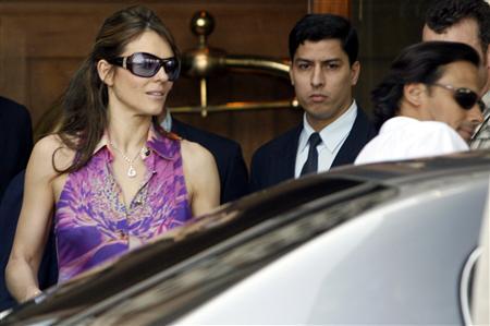 designer sunglasses women  wearing sunglasses