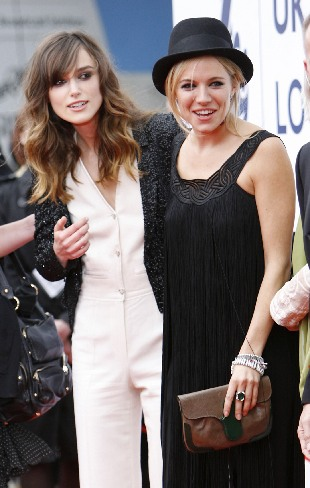 Keira Knightley defends flat chest. Actresses Keira Knightley (L) and Sienna