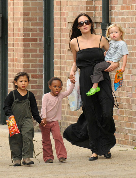 Angelina Jolie and kids spend afternoon in New Orleans