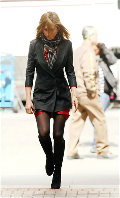 Jennifer Aniston tests the New York City nightlife