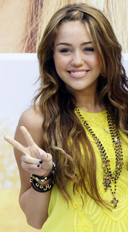 miley cyrus promotes her film quothannah montana the movie