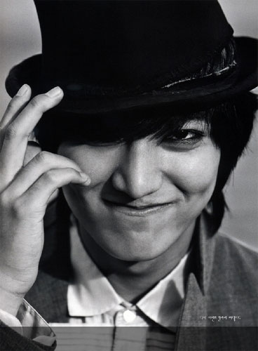 Lee Minho in black and white