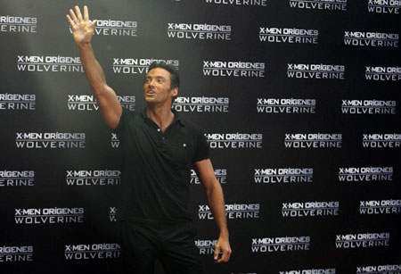 Hugh Jackman poses before film's premiere at The National Auditory in Mexico