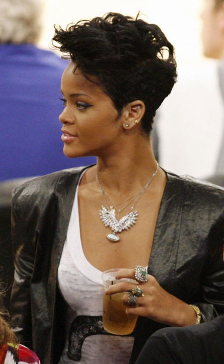 Rihanna,Zac and stars watche Game 2 of the NBA Finals in L.A.