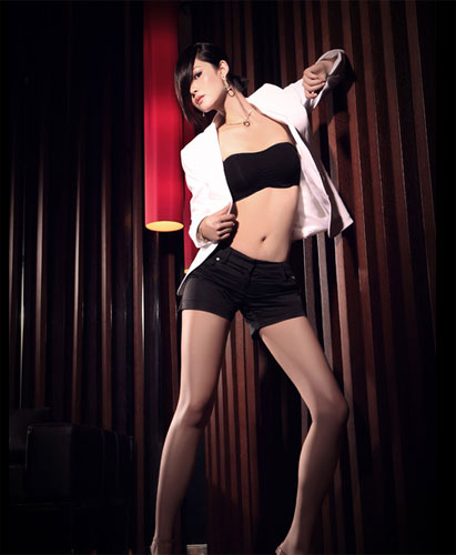 Yu Na Poses sexy in a Men's magazine