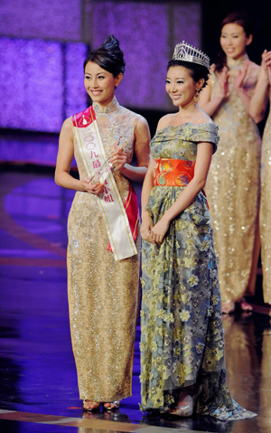 Sandy Lau crowned Miss Hong Kong 2009