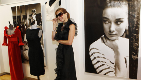 Hepburn's wardrobe sells for double estimate