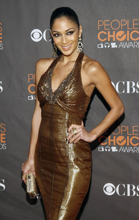 Singer Nicole Scherzinger arrives at the 2010 People's Choice Awards