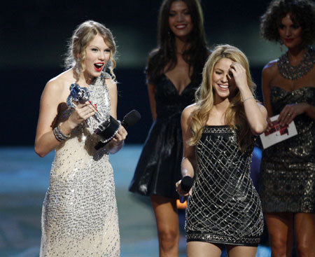 """Taylor Swift (L) accepts the award for best female video for """"You ... Taylor Swift"""