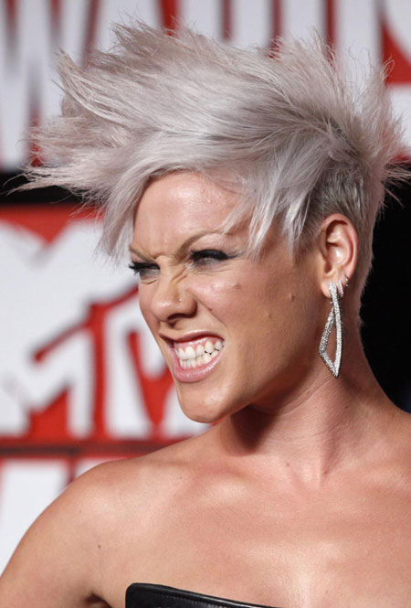 Singer pink arrives at the 2009 mtv video music awards in new york