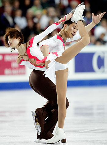 World Figure Skating Championships Updated 2006 03 23 0950 Chinas Zhang Dan L And Hao Perform In The Pairs Competition At