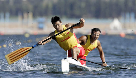 Olympic Canoeing Champion Saves Drowning Man