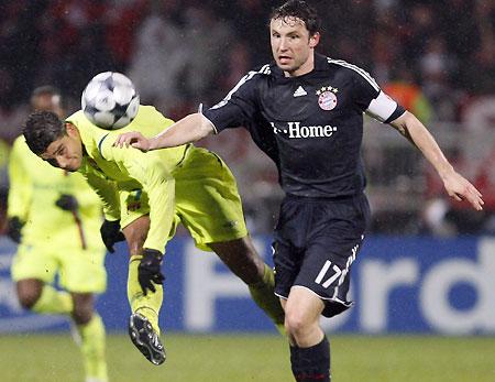 Bayern take group lead upsetting Lyon