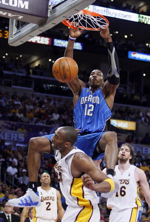 dwight howard dunking on kobe bryant. Dwight Howard of the Orlando