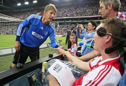 van der sar bids farewell at star-studded ajax finale