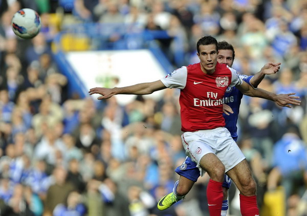 Arsenal slam five past Chelsea, City stay top