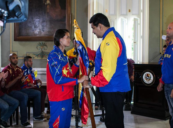 Venezuelan president greets athletes for Youth Olympics