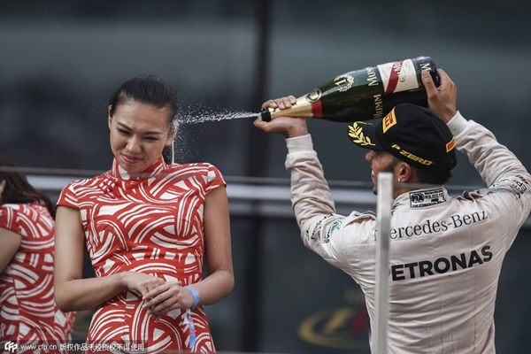 F1 ace urged to apologize after spraying Chinese hostess with champagne