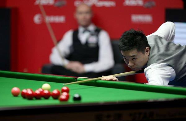 Ding trails Higgins 3-5 at snooker worlds second round