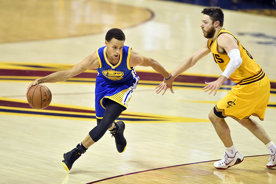 Golden State Warriors guard Stephen Curry (30) drives against Cleveland  Cavaliers guard Matthew Dellavedova (8) during the second quarter of game  four of ... 911755448