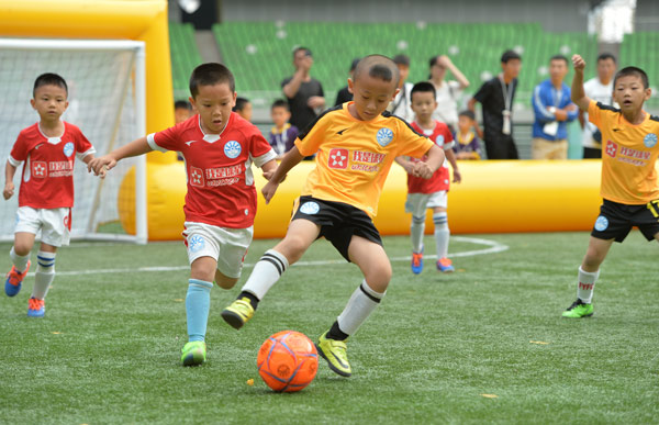 Should Kids Be Allowed To Play Soccer >> Preschool Program Teaches Kids How To Play Soccer With A Smile
