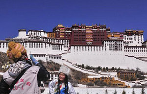 First winter snows fall on Lhasa[1]