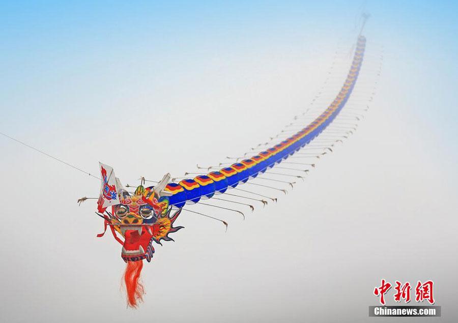 World's longest kite soars in Chongqing[1]