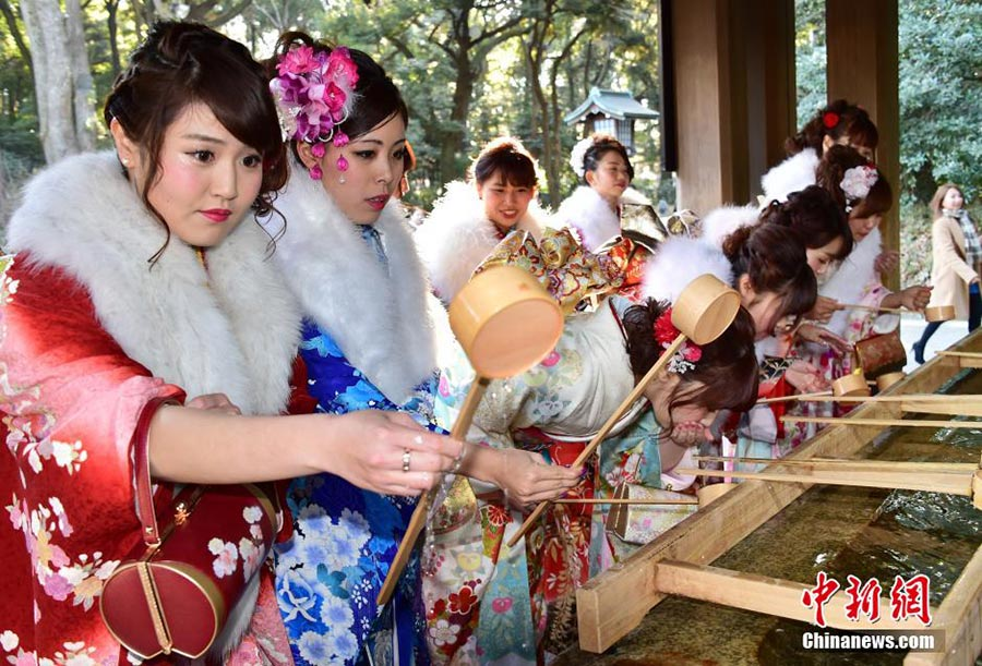 Japanese tour guides greet Coming of Age Day in Tokyo[1]- Chinadaily.com.cn