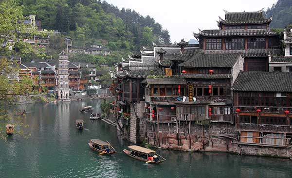 Central China tourist town to abolish admission fee[1]